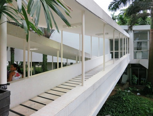 Oscar Niemeyer, Hospital Da Lagoa (1952). Photo: John Hartmann